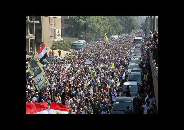 Mısır'da Parti Kapatma Davaları Ertelendi
