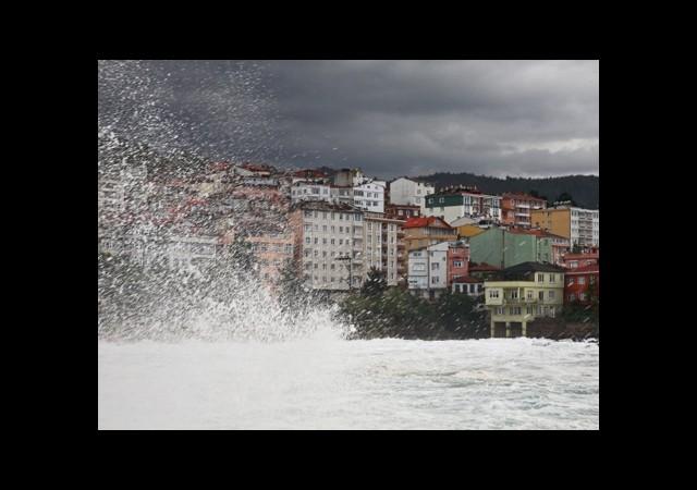 Karadeniz'de Şiddetli Fırtına