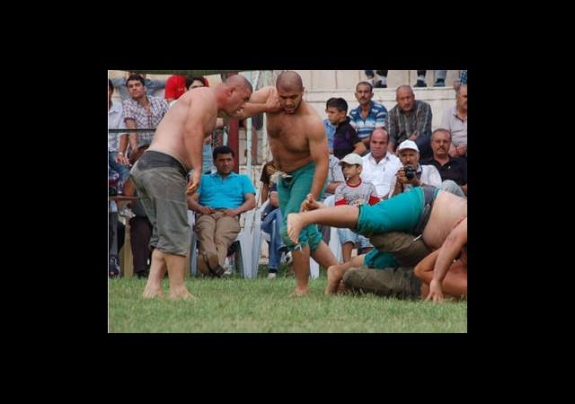 Güreşçi Rakibini Karıştırınca…