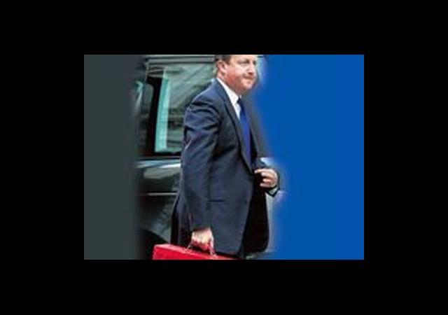 Cameron'dan Kırmızı Çantalı Mesaj