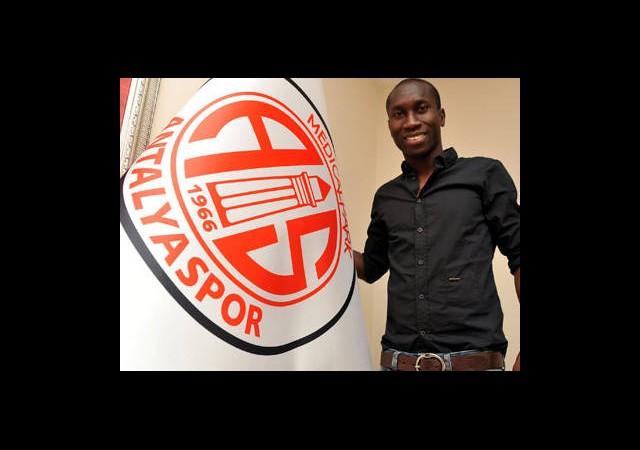 Antalyaspor'a Kamerunlu Forvet Geldi