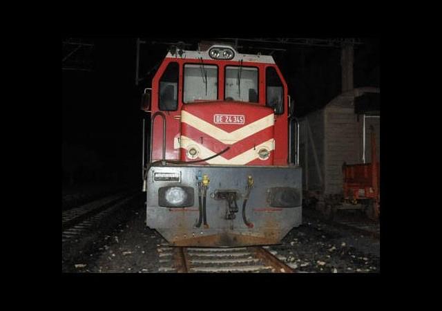 Yük treni midibüse çarptı!