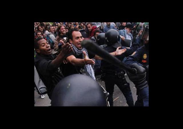Atina'da İsyan Başladı