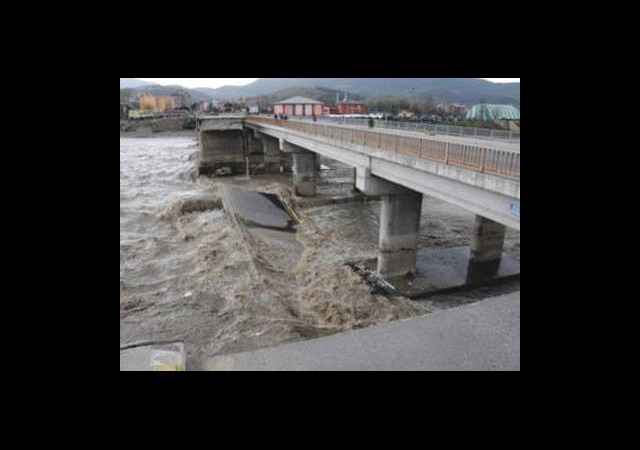 Zonguldak'ta Köprü Çöktü