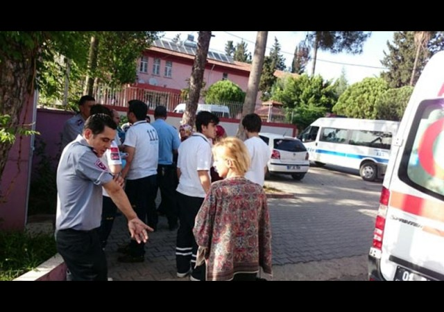 Yurtta kalan 3 kız, 3 güvenlik görevlisini bıçakladı