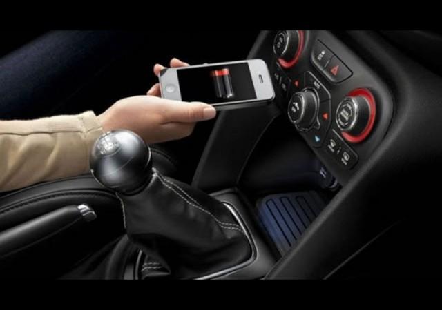 Büyük müjde! Arabada kablosuz telefon şarjı...
