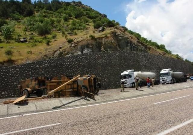 Askeri konvoyda kaza: 4 yaralı