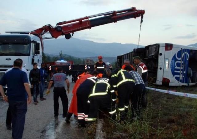 Burdur'da feci kaza! 1 ölü, 20 yaralı