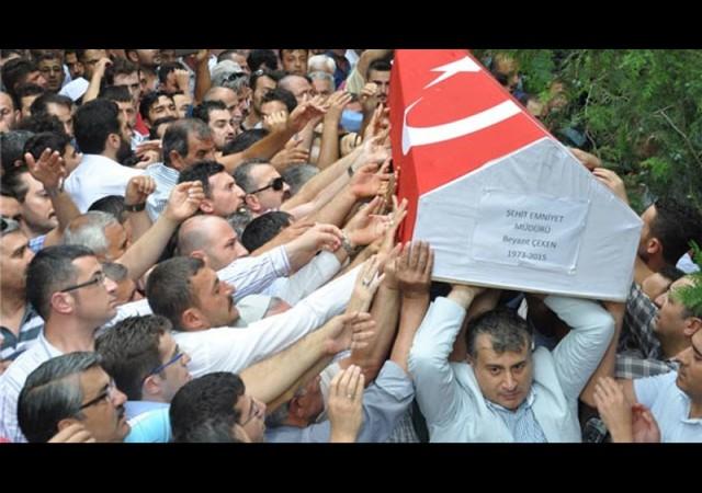 Şehit polis müdürünü 5 bin kişi uğurladı