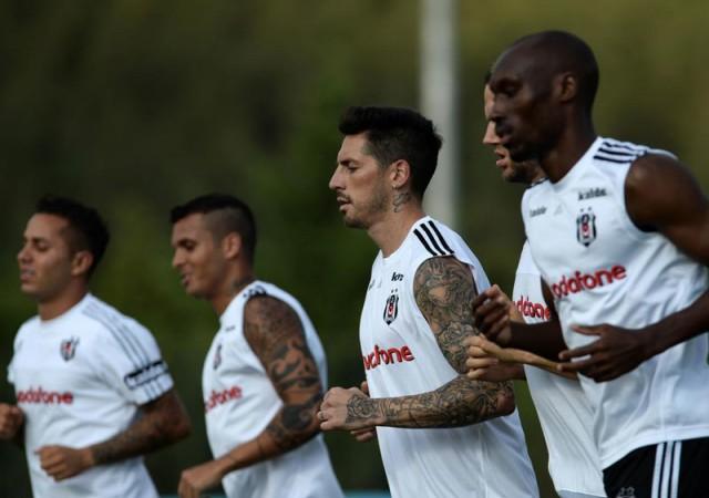Beşiktaş'a bir şok daha! Antrenmanı yarıda bıraktı