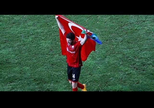 Türk bayrağı açan futbolcu tutuklandı!
