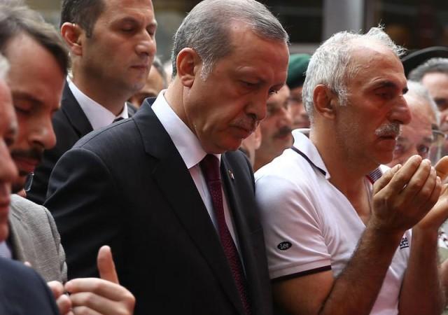 'Askerimiz polisimiz yüzlerce teröristi gömdü'