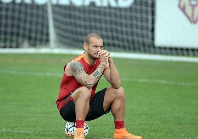 Galatasaray'da Sneijder depremi! Yönetime iletti...