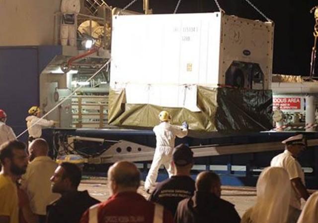 400 kişi taşıyan göçmen teknesi battı