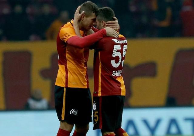 Sabri oyundan çıkmak isteyince Mustafa Denizli...