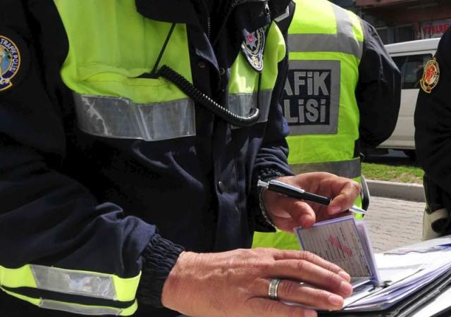 Tangalı, bikinili rüşvet! Polisin savunması 'Pes' dedirtti!