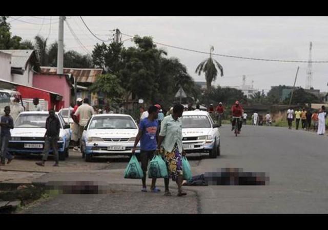 Sokaklar ceset dolu. Kimse dönüp bakmıyor...
