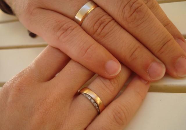 Alyansımızı neden dördüncü parmağımıza takarız?