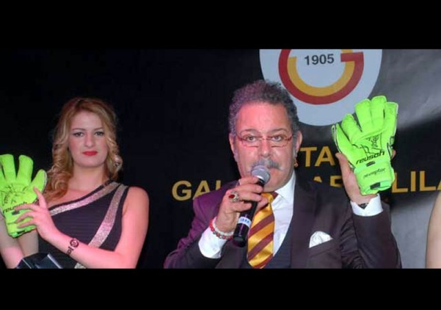 Muslera'nın eldivenler 7 bin liraya satıldı