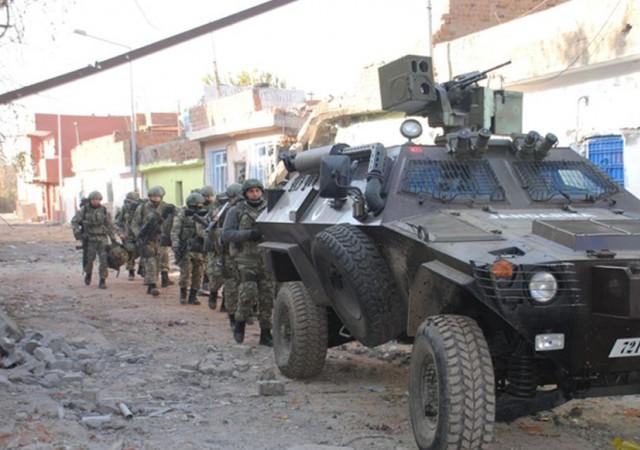 Sur'da patlama... 9 güvenlik görevlisi yaralı