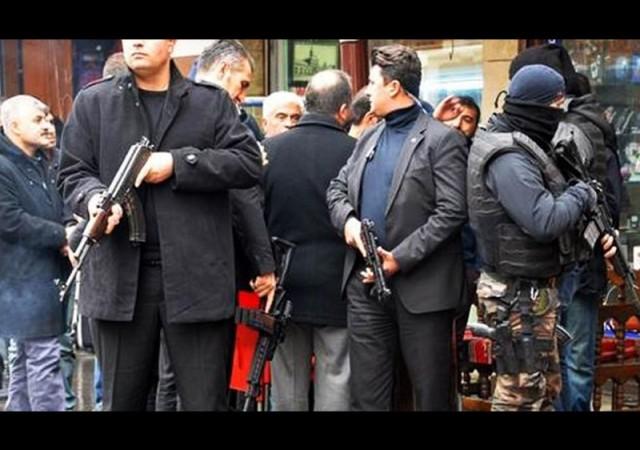 Diyarbakır'da yasağın kalkmasına rağmen esnaf iş yerini açamadı!
