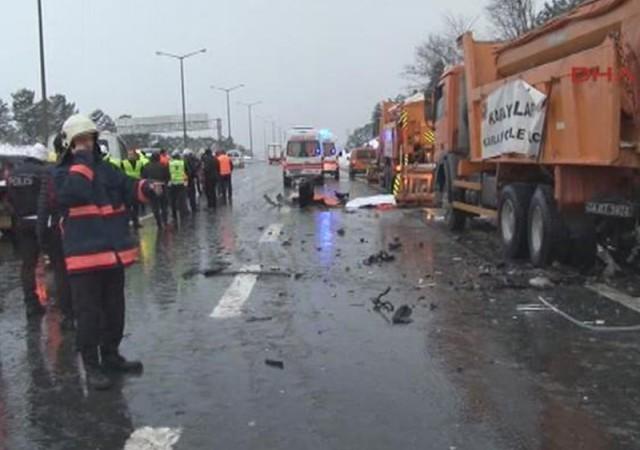 TEM Ümraniye yönünde kaza: 3 ölü