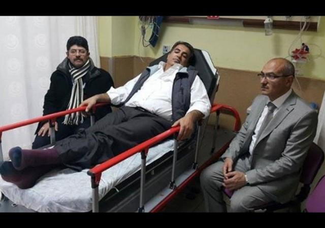 Öğretmen, okul müdürünü hastanelik etti!