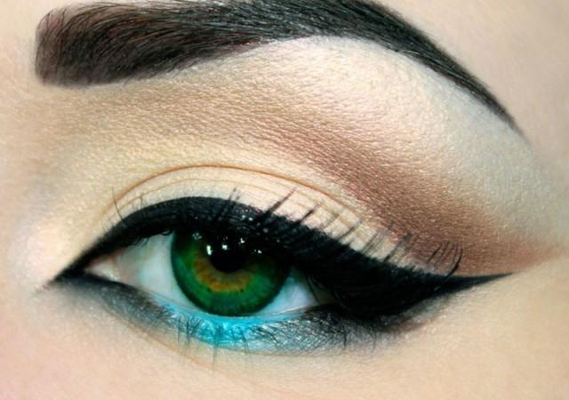 Basit eyeliner çekme yöntemi!