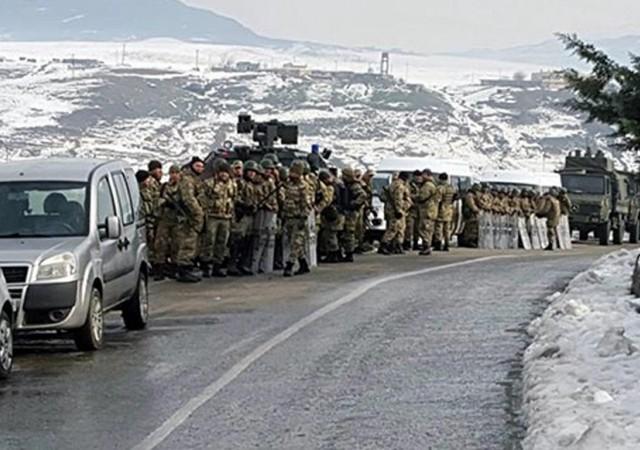 Güvenlik güçleri şehir girişini kapattı