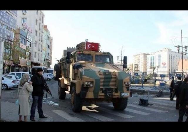 Sur'da 1 asker yaralandı, 1 PKK'lı teslim oldu
