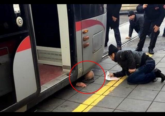 Tramvayın altında kaldı!