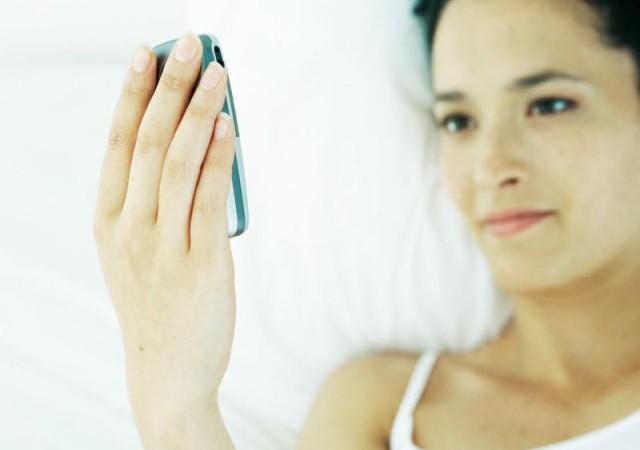 Yatak odanıza cep telefonu girmesin!
