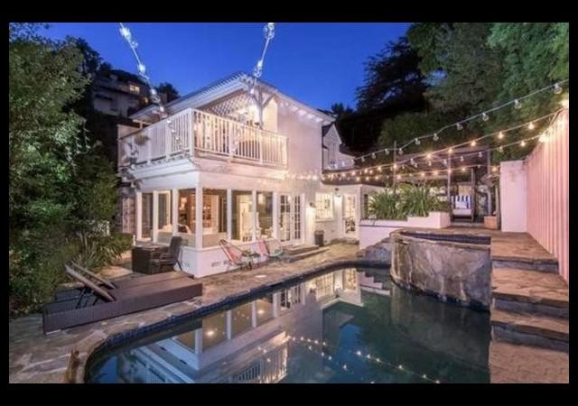Ünlü oyuncu evini satıyor!