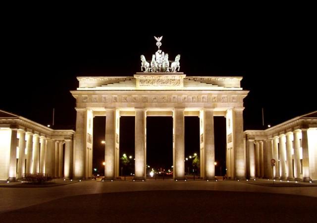 Brandenburg Kapısı Türk bayrağının renkleriyle ışıklandırılacak