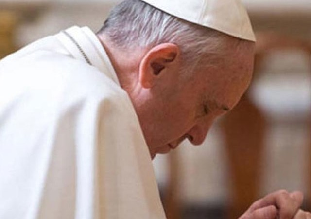 Papa'dan saldırıda hayatını kaybedenler için dua