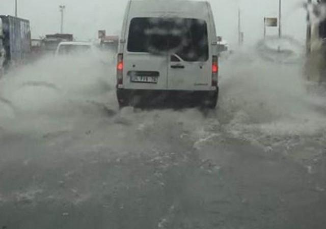 Yaz yağmuru İstanbul'u vurdu!