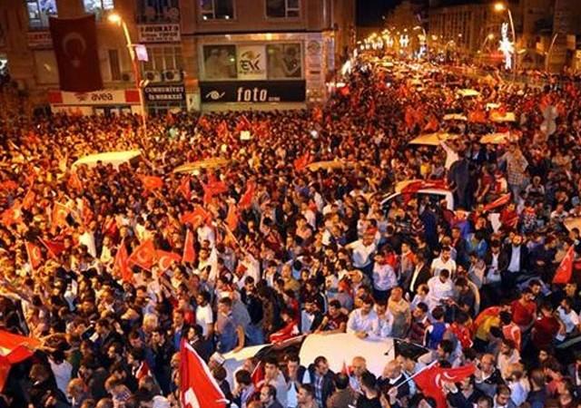 Türkiye'yi ayağa kaldıran gece dünya basınında böyle yer aldı!