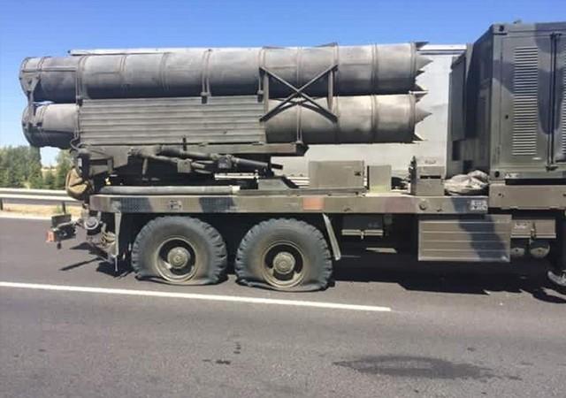 Füze yüklü kamyonları böyle durdurdular