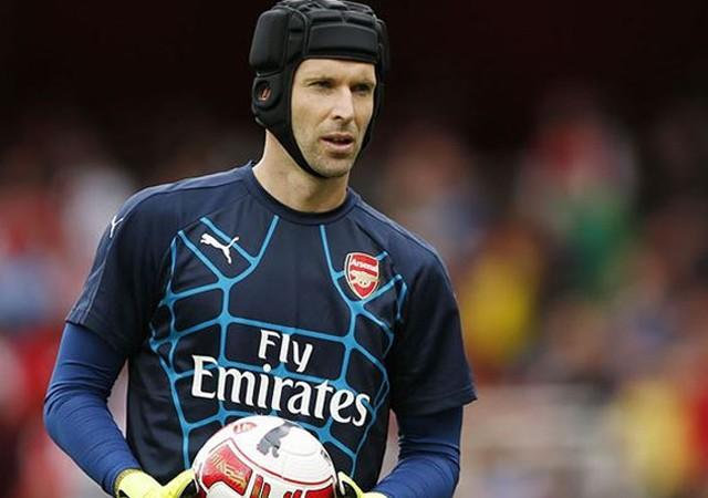 Arsenal'in kalecisi Petr Cech trafik kazası geçirdi!