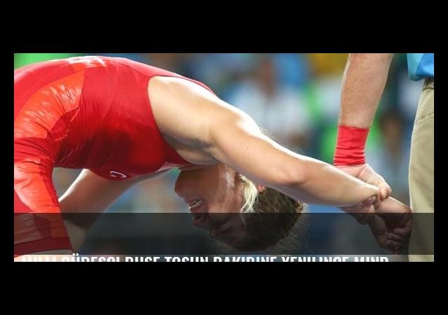Milli güreşçi Buse Tosun rakibine yenilince minderi ağlayarak terk etti