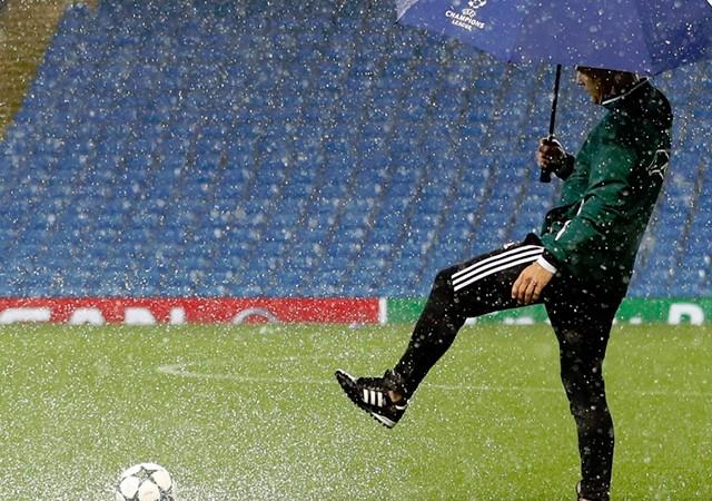 Manchester City - Borussia Mönchengladbach maçı ertelendi