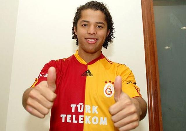 Eski Galatasaraylı Giovani Dos Santos'a kaset şantajı!