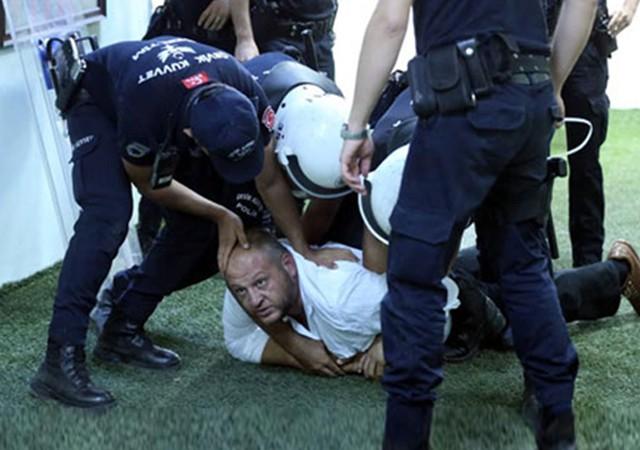 Hakeme tekme atınca gözaltına alındı!