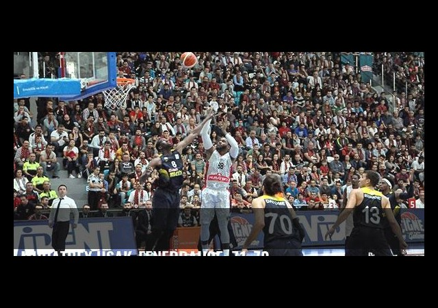 Muratbey Uşak-Fenerbahçe: 71-70