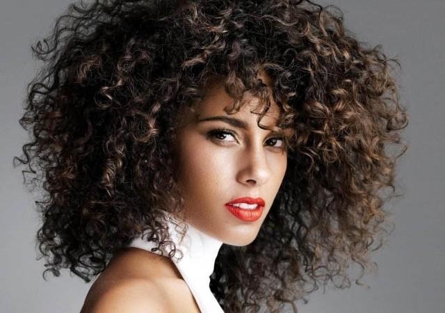 Kıvırcık saçlarınızı kolay şekillendirmek ister misiniz?
