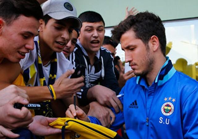 Salih Uçan Fenerbahçe'den ayrılmayı düşünmüyor