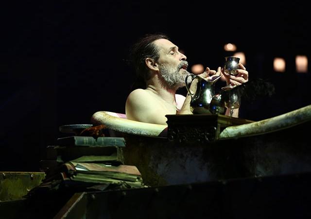 'Tüy Kalemler - Quills' Erdal Beşikçioğlu'nun rejisi ile UNIQ Hall'de!