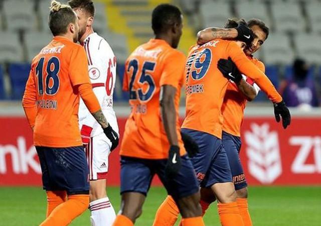 Başakşehir Sivasspor'u 2 golle geçti