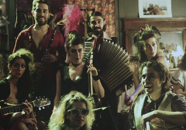 Kumbaracı50'de 'Yalınayak Müzikhol'