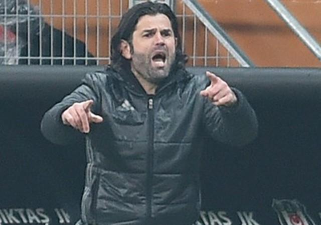 Beşiktaş taraftarından İbrahim Üzülmez'e tezahürat